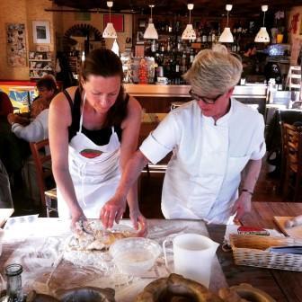 Här lär vi oss laga pasta - foto Anki Norden Latella